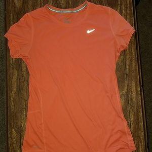 Nike t-shirt size medium. EUC